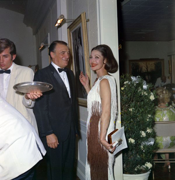 Com. Harold Crossman with actress Loretta Young at Findlay Gallery for a St. Mary's Hospital benefit auction.