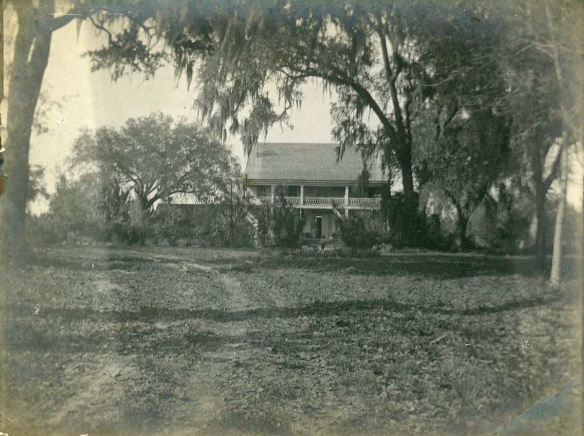 Front view of San Luis, home of Emile DuBois in Tallahassee.
