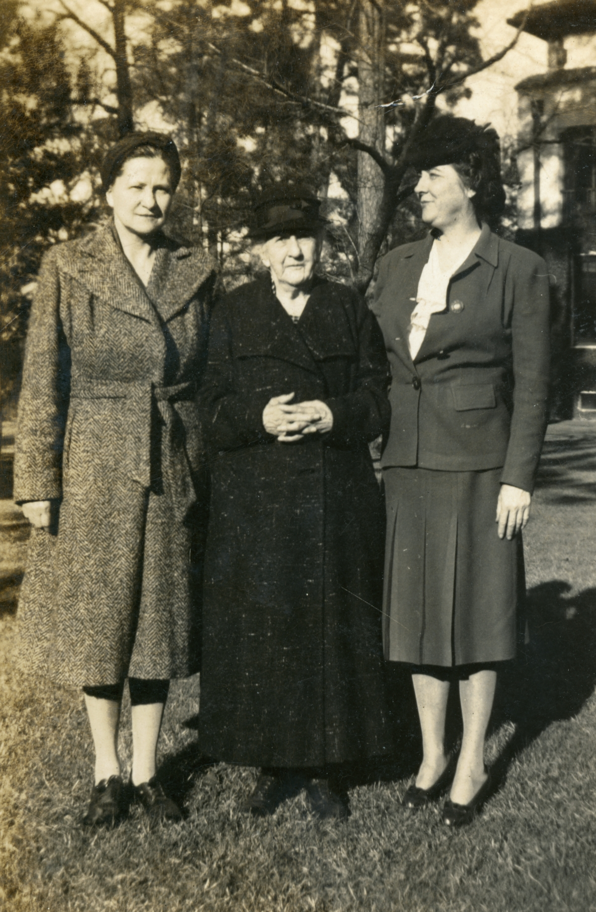 Ruth Eppes and mother Rebecca Whitehead Eppes with Roumelle Bowen.