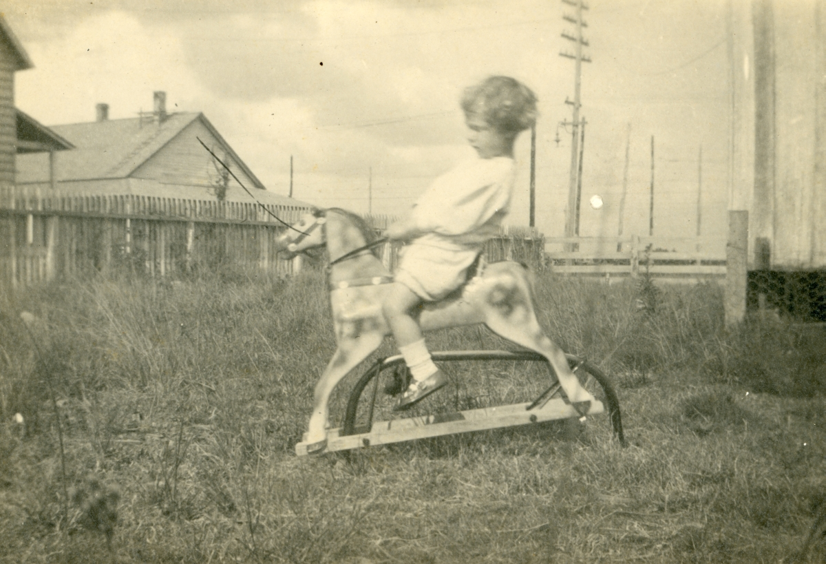 Coleman Dixon on his rocking horse in Mulberry.