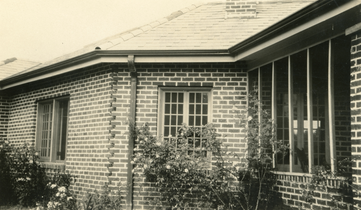 Close-up view of the Dixon family home at 516 Ward St. in Tallahassee.
