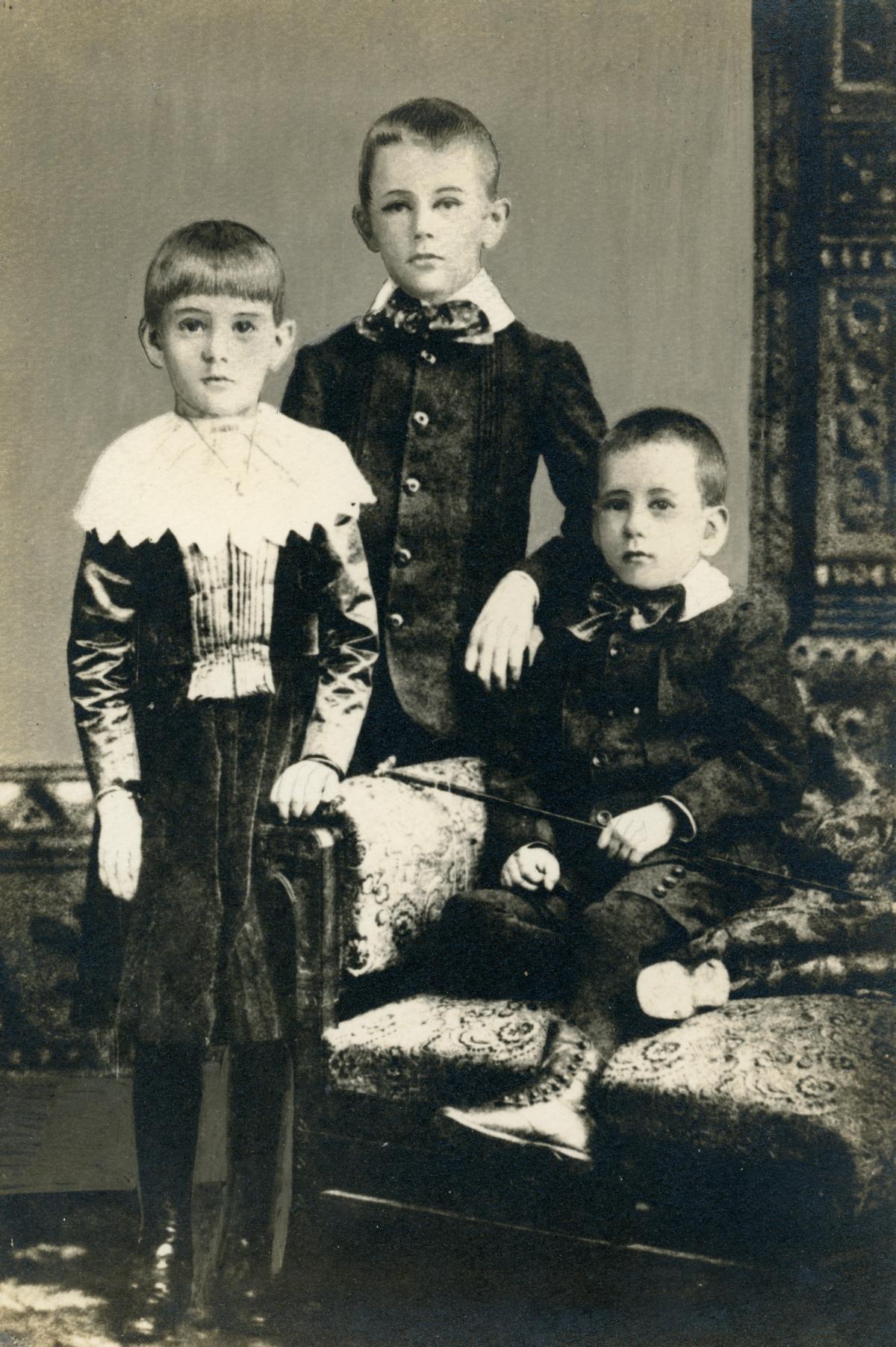Portrait of Blanding siblings in Newark, N.Y.