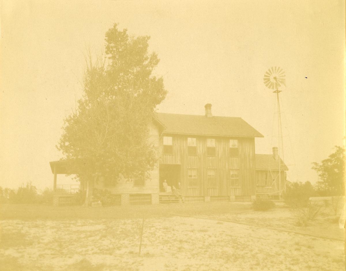 C.A. Knowlton's residence - Pomona, Florida.