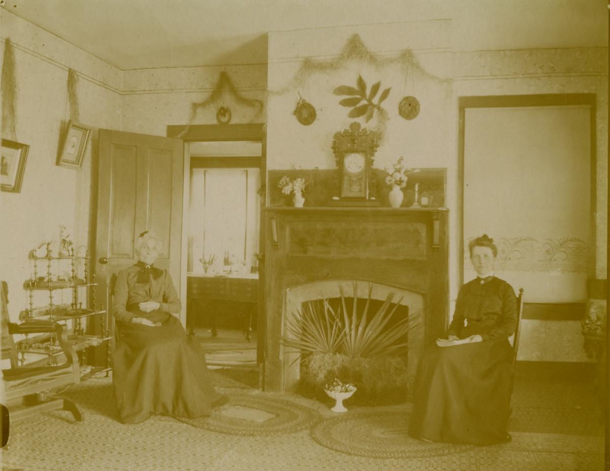 Mrs. A.B. Knowlton sitting with Jennie inside C.A. Knowlton's home - Pomona, Florida.