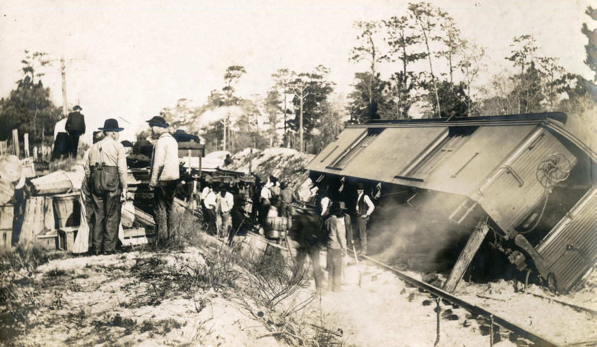 Men viewing Atlantic Coast Line train wreck.
