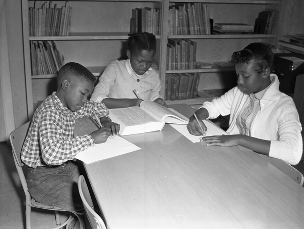 African American children in the library in Tallahassee.