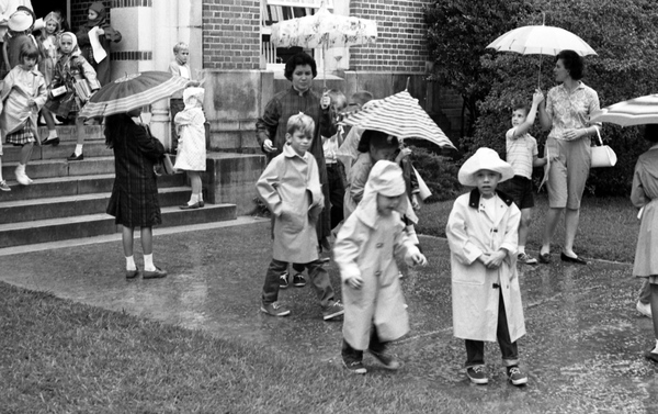 Sealey Memorial Elementary students leaving school on a rainy day in Tallahassee.