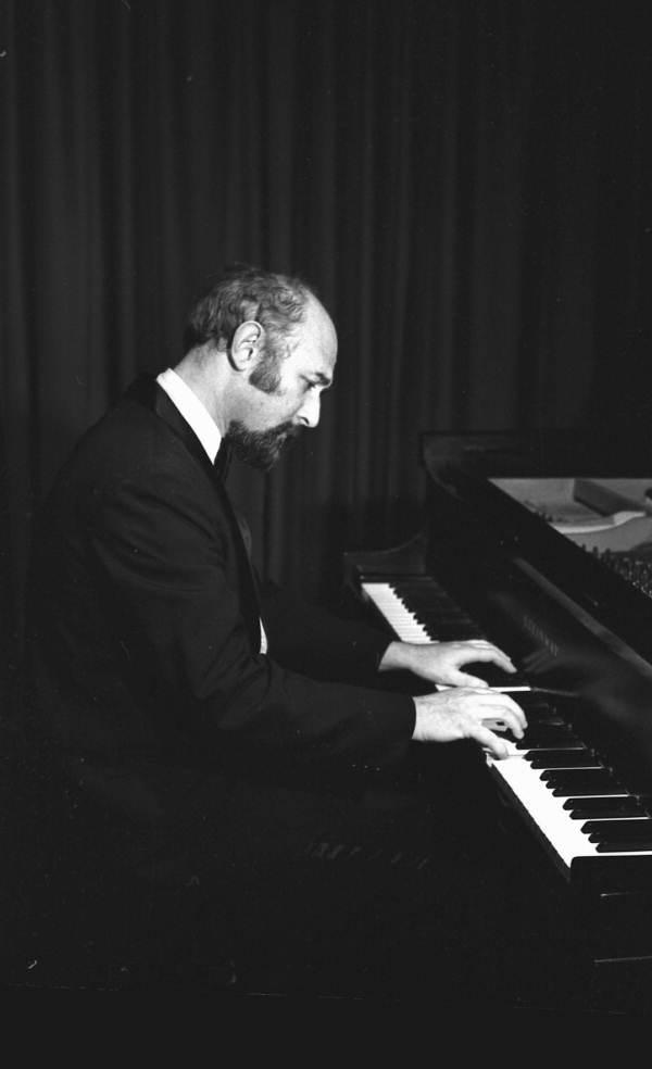 Florida Memory Concert Pianist Yehuda Guttman Performing