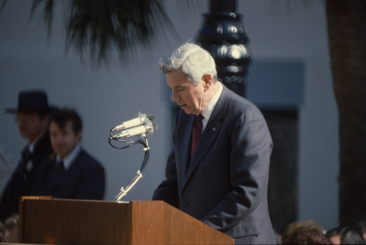 Former governor Askew delivering speech during inauguration of Governor Graham.
