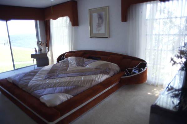 Bedroom at the Saltzman mansion in St. Petersburg.