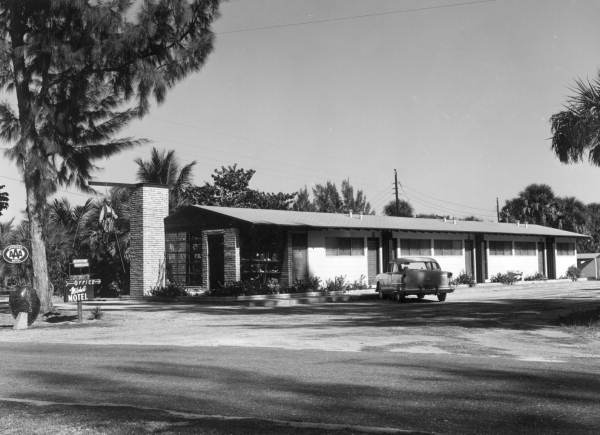 Mitchell Motel on the roadside at Sanibel-Captiva Islands - Lee County, Florida.
