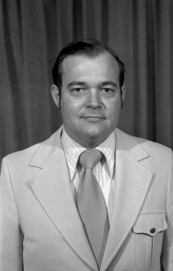 Portrait of Capitol Press Corps television and radio reporter Bill Lee.