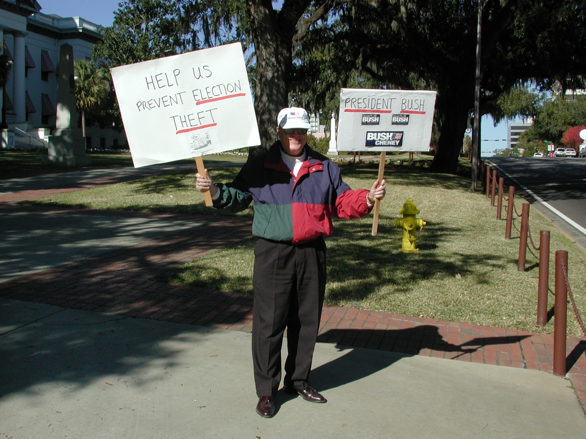 Bush supporter in front of the old capitol during the 2000 presidential election vote dispute.