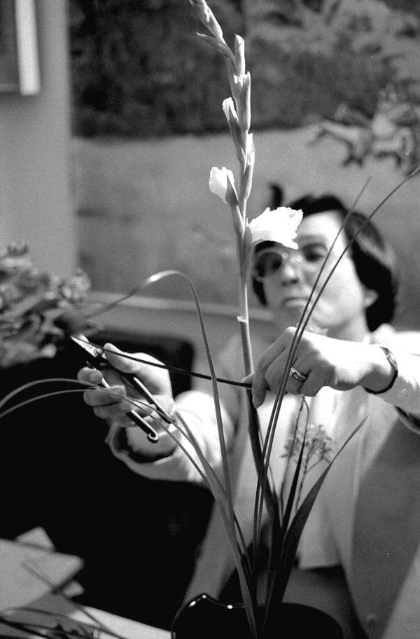 Sumino McGlamory making a Ike bana floral arrangement- Lake Park, Florida.
