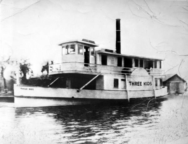 """Steamboat """"Three Kids""""."""
