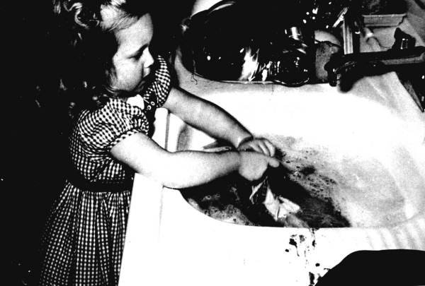 Mary Dekle washing dishes - Miami, Florida.