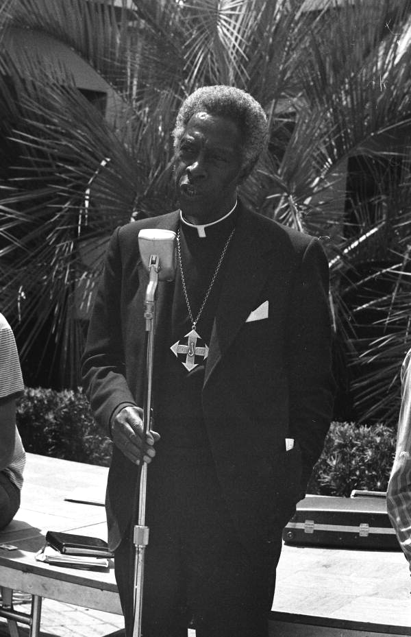 Father David Brooks speaking at a Florida State University students' rally in defense of the Quincy Five.