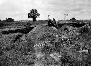 Screening the earth for artifacts at a village site in the Miami area : Florida (1935)