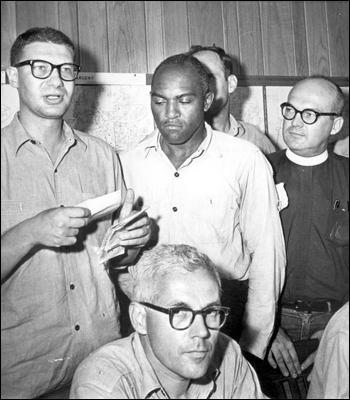 Jailed minister reads support message: Tallahassee, Florida (August 5, 1964)