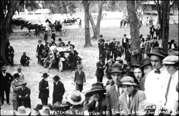Crowd gathered for the execution of Eddie Broom: Kissimmee, Florida (January 19, 1912)