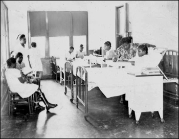 Brewster Hospital's children's ward (1947)