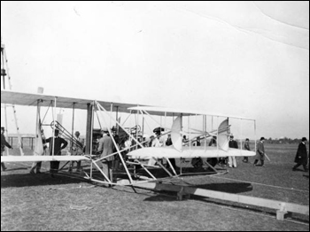 Preparation for Lloyd C. Griscom's ascent with Wilbur Wright (1909)