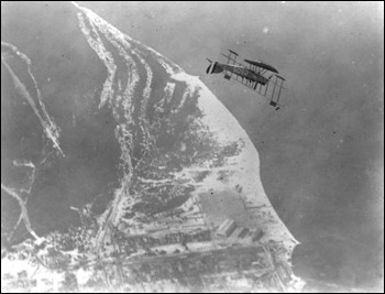Burgess N-10 looping and performing acrobatics above Pensacola (1918)
