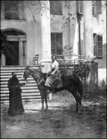 Ellen Call Long welcomes a guest on horseback to &quot;The Grove&quot; (ca. 1900)