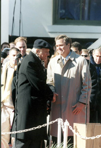 Rev. Billy Graham congratulates Jeb Bush at inauguration (1999)