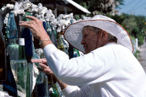 "Carolyn Gorton Fuller working on her ""bottle wall fence"": Key West, Florida (1987)"