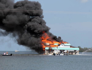 Abandoned house boat fire off Hilton Haven (2006)