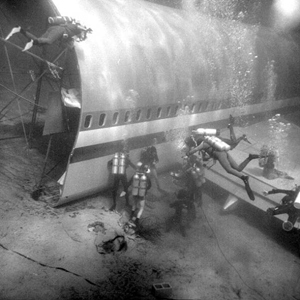 "Filming of ""Airport 77"" underwater (1976)"