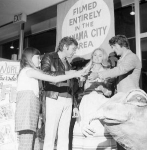 A fan asking for an autograph by actors and actress of the movie Frogs: Panama City, Florida (1972)