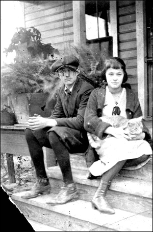 Morris C. and Nan O. Edwards with cat (ca. 1917)