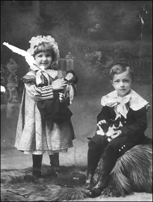 Floss and Jules Knight (189-)