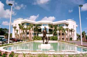 Seminole Tribe of Florida headquarters: Hollywood, Florida (1995)