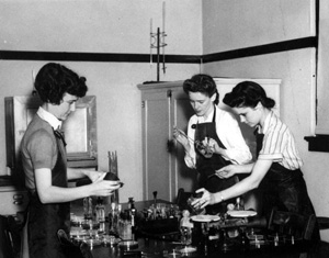 Florida State College for Women (FSCW) students in the chemical lab (1940s)