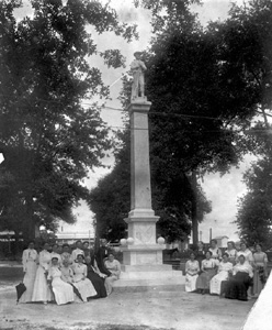 The United Daughters of the Confederacy at Lakeland's Munn Park (1915)
