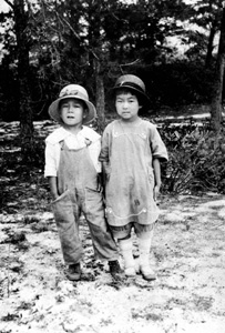 Kazuo and Masuko Kamiya as children: Yamato, Florida (ca. 1920)