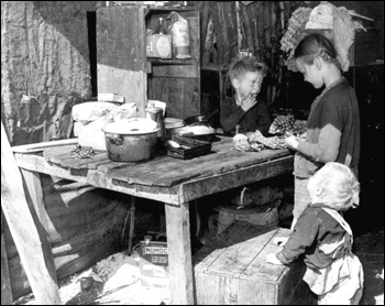 Migrant children workers: Belle Glade, Florida (1939)