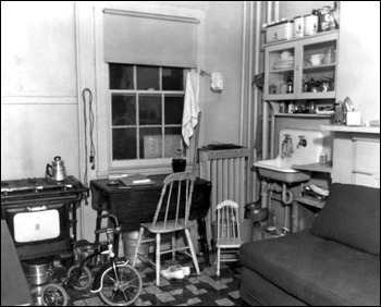 Interior view of a migrant family dwelling: Winter Haven, Florida (1937)