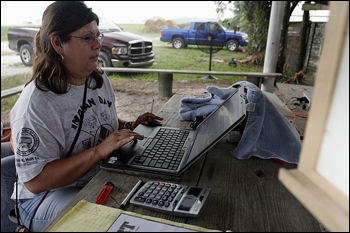 Leoma Simmons at laptop computer. Big Cypress Seminole Indian Reservation, July 2007.