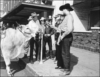 Bob Cobb talks to some local cowboys and Patrolman H.M. Whitworth while Silver looks on: Ocala, Florida (1948)