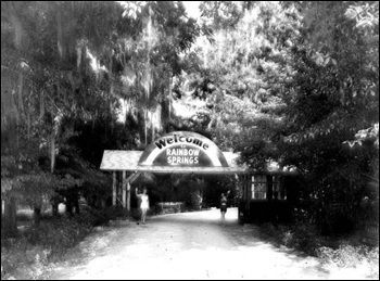 Entrance to Rainbow Springs: Rainbow Springs, Florida (195-)