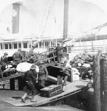 Loading camp supplies at Tampa (1898)