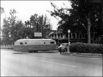 Trailer enters the Bradenton Trailer Park: Bradenton, Florida (1949)