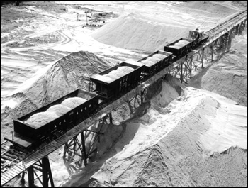 Bird's-eye view showing phosphate being shipped by the Atlantic Coast Line railroad to the International Minerals Corporation factory for processing: Mulberry, Florida (1947)