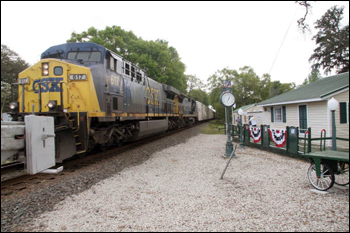 CSX locomotive 617 passing by the Railside House Museum: Hawthorne, Florida (2006)