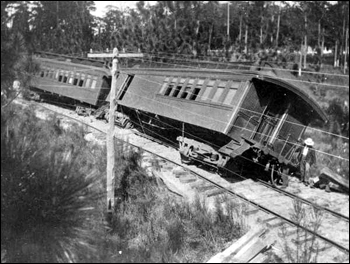 Wreck on DeLand branch at foot of reverse curve (1909)