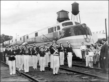 Arrival of the Orange Blossom Special train: Plant City, Florida (1938)